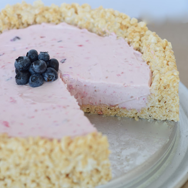 berry cheesecake with rice krispie pie crust